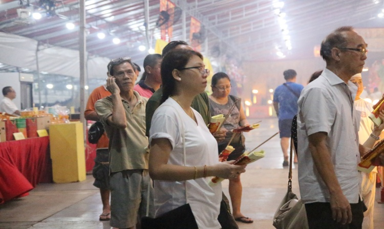 Devotees, both young and old were seen during the consultation session.
