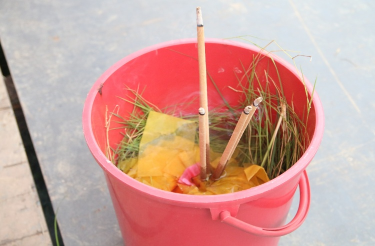Besides cooked food, pails of grass with Joss sticks were offered to the heavenly horses.