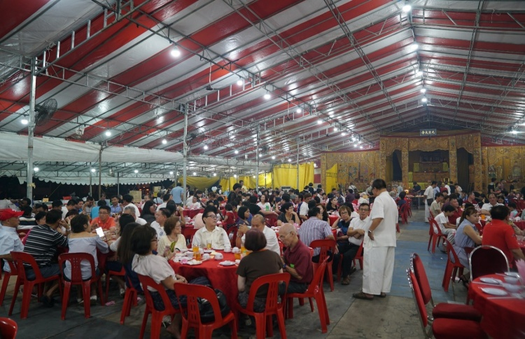 Family members and friends of devotees were invited to enjoy a sumptuous dinner together with the temple assistants.