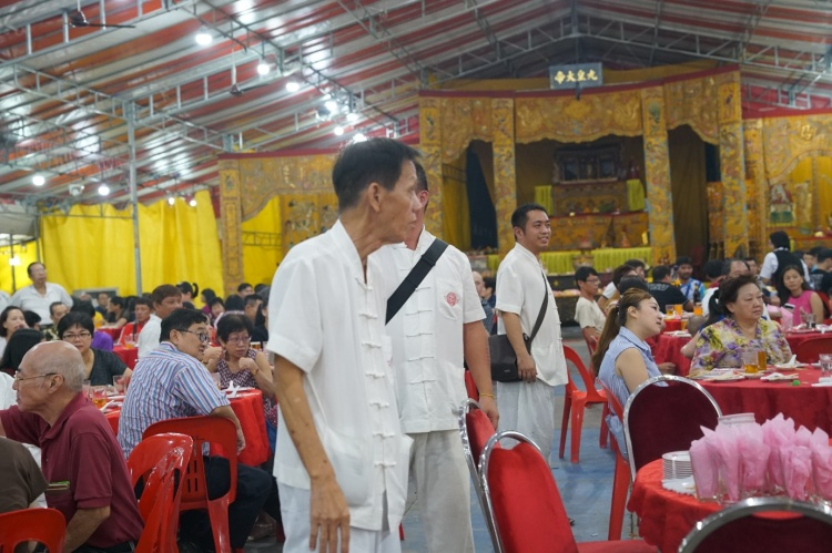 While the guests enjoy the dinner, members of the temple were busy facilitating the auction by looking out for buyers who wish to bid for the items.