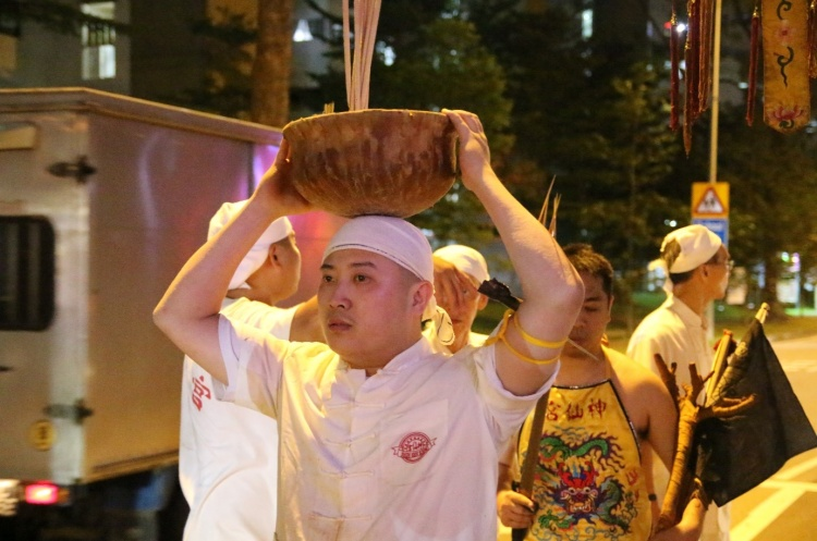 The Zhuo Tou (桌头) of the temple, Yi Sheng, carries the Urn above his head while making their way back to the temple, reflecting the sacredness of the Urn in the receiving ceremony. The Zhuo Tou is responsible for interpreting the spirit mediums' words.