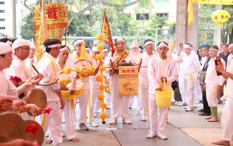 Visit from members of Long Nan Dian (龙南殿).